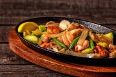 Stew chicken with vegetables and mushrooms — Stock Photo