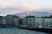 View of Geneva, Switzerland waterfront from the Jetée des Eaux- — Zdjęcie stockowe