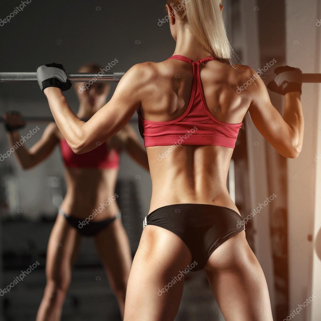femme de remise en forme dans la salle de gym photo 105958936. Black Bedroom Furniture Sets. Home Design Ideas