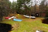 Terk edilmiş renkli tekneler — Stok fotoğraf