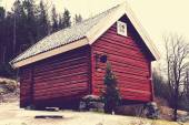 Red wooden granary — Stockfoto