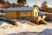 Yellow brick cottage with brick chimney — Stock Photo