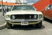 Ford Mustang krem kolorowe — Zdjęcie stockowe