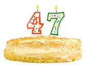 День рождения торт свечи число сорок семь изолированные — Стоковое фото