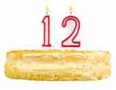 Tort urodzinowy z świece liczba dwunastu na białym tle — Zdjęcie stockowe