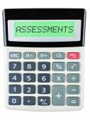 Calculator with assessments on display — Stock Photo