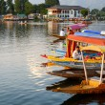 Dal lake at Srinagar, Kashmir, India — Stock Photo #74075781