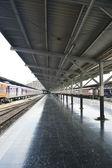 Platform and trains in Bangkok — Stock fotografie