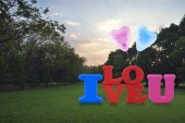 Alphabet I love you toy with happy love heart balloon in park — Stock Photo