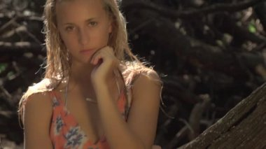 Portrait Girl Posing Near Driftwood — Stock Video