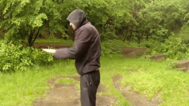 The instructor shows in the Park of the ancient magic Indian movementThe First Series:  the General plan, medium shot, close up — Stock Video