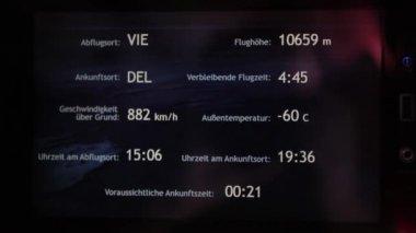 O avião decola no aeroporto. Exteriores e interiores. As pessoas e a aeromoça no avião estão indo. A tela de Tv mostra parâmetros do vôo. — Vídeo stock