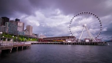 Ferris Wheel on a Cloudy Afternoon in Seattle — Stock Video
