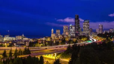 Twilight Freeway Traffic Time Lapse in Seattle — Stock Video