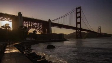 Golden Gate Bridge by sunset time — Stock Video