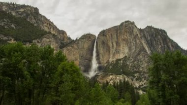 Yosemite Falls on a cloudy day — Stock Video