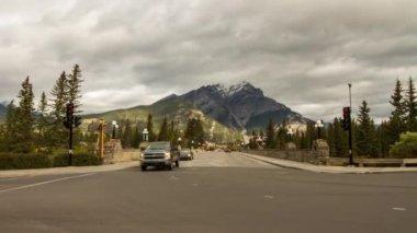Street Traffic in Banff, Alberta, Canada — Stock Video
