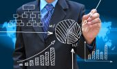 Businessman hand drawing business graph — Stockfoto