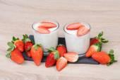 Joghurt mit Erdbeeren — Stock Photo