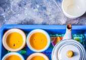 Чай, приготовленный лотки — Стоковое фото