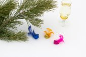 Pine branch with decorative multi-coloured birds  — Stock Photo