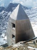 Aluminum house on the Zugspitze — Foto de Stock