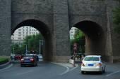 Road gates through ancient walls of Xian town — Stock Photo