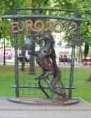 Figura forgiata dedicato Euro 2012 nel parco di Donetsk — Foto Stock