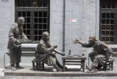 Sculpture composition representing life of chinese people in old times on Qianmen street — Stock Photo