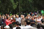 Chinese people sing in park, Beijing — Stock Photo