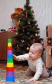Baby try to pull down colorful pyramid — Foto de Stock