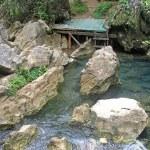 doğal manzaralı havuz neredeyse Vang Vieng — Stok fotoğraf #80073572