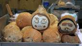 Painted coconuts with faces, Lijiang — Stock Photo