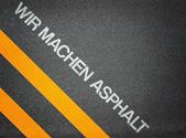 German - Wir machen Asphalt - Text Writing Road Asphalt — Zdjęcie stockowe