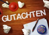 Gutachten desktop memo calculator office think organize — Stock Photo