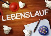 Lebenslauf desktop memo calculator office think organize — Stock Photo