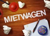 Mietwagen desktop memo calculator office think organize — Stock Photo