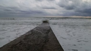Waves of the Black sea during a storm crashing against the breakwater. Sochi — Stockvideo