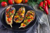 Stuffed eggplant with fried vegetables — Stockfoto