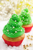 Festive Christmas cupcakes with frosting and sugar decoration — Stock Photo