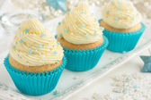 Festive Christmas cupcakes with frosting and sugar decoration — ストック写真