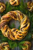 Saffron and cinnamon bread wreath and bagles for christmas — Stock Photo