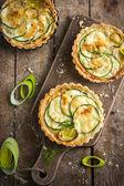 Tart with zucchini, leek and cheese — Stock Photo
