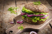 Vegan rye burger with fresh vegetables — Stock Photo