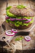 Vegan rye burger with fresh vegetables  — Stock Photo