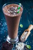 Chocolate milk smothie with oat flakes — 图库照片