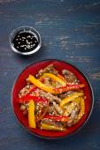 Stir fry ork and vegetables with sesame seeds — Stock Photo