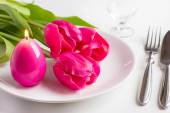 Spring table setting with tree pink tulip and candle egg for Easter — Foto Stock