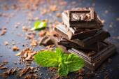 Dark chocolate with mint leaf — Stockfoto