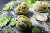 Dry spinach pasta — Stock Photo